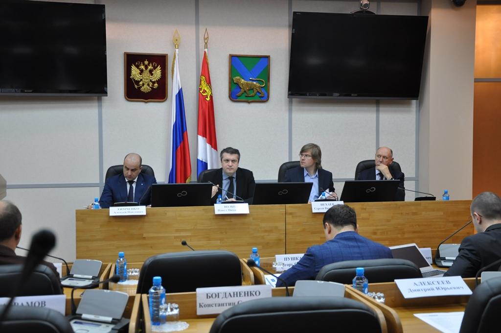 6 апреля во Владивостоке начались общественные слушания по внесению изменений в закон «О Свободном порте Владивосток»