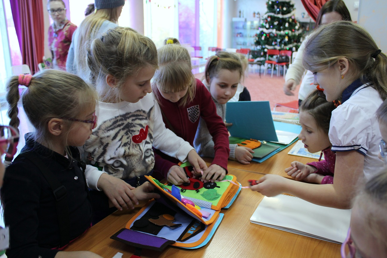 Комитет по социальному предпринимательству провел День Книги для слабовидящих детей в детском центре «Чайка»