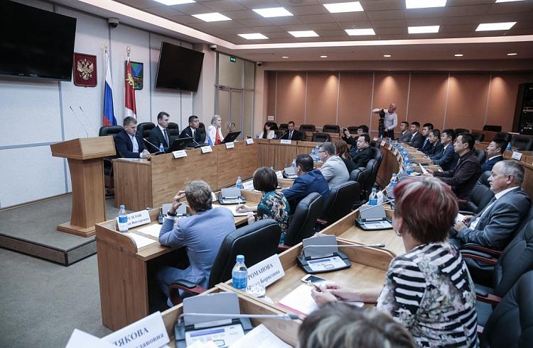 Российско-китайское рабочее совещание по борьбе с контрафактом прошло в Администрации Приморского края