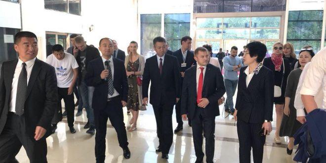 С 31 мая по 01 июня 2018 года делегация представителей Дальневосточных отделений «ОПОРЫ РОССИИ» посетила Китайскую Народную Республику, провинцию Хэйлунцзян, город Суйфэньхе, по приглашению Народного правительства г. Суйфэньхе и 1-го секретаря горкома КомПартии Китая в г. Суйфэньхе.