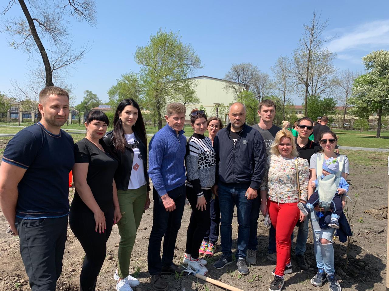 В воскресенье «ОПОРА РОССИИ» приняла участие в мероприятии по посадке деревьев в парке им. Чумака г. Уссурийска.