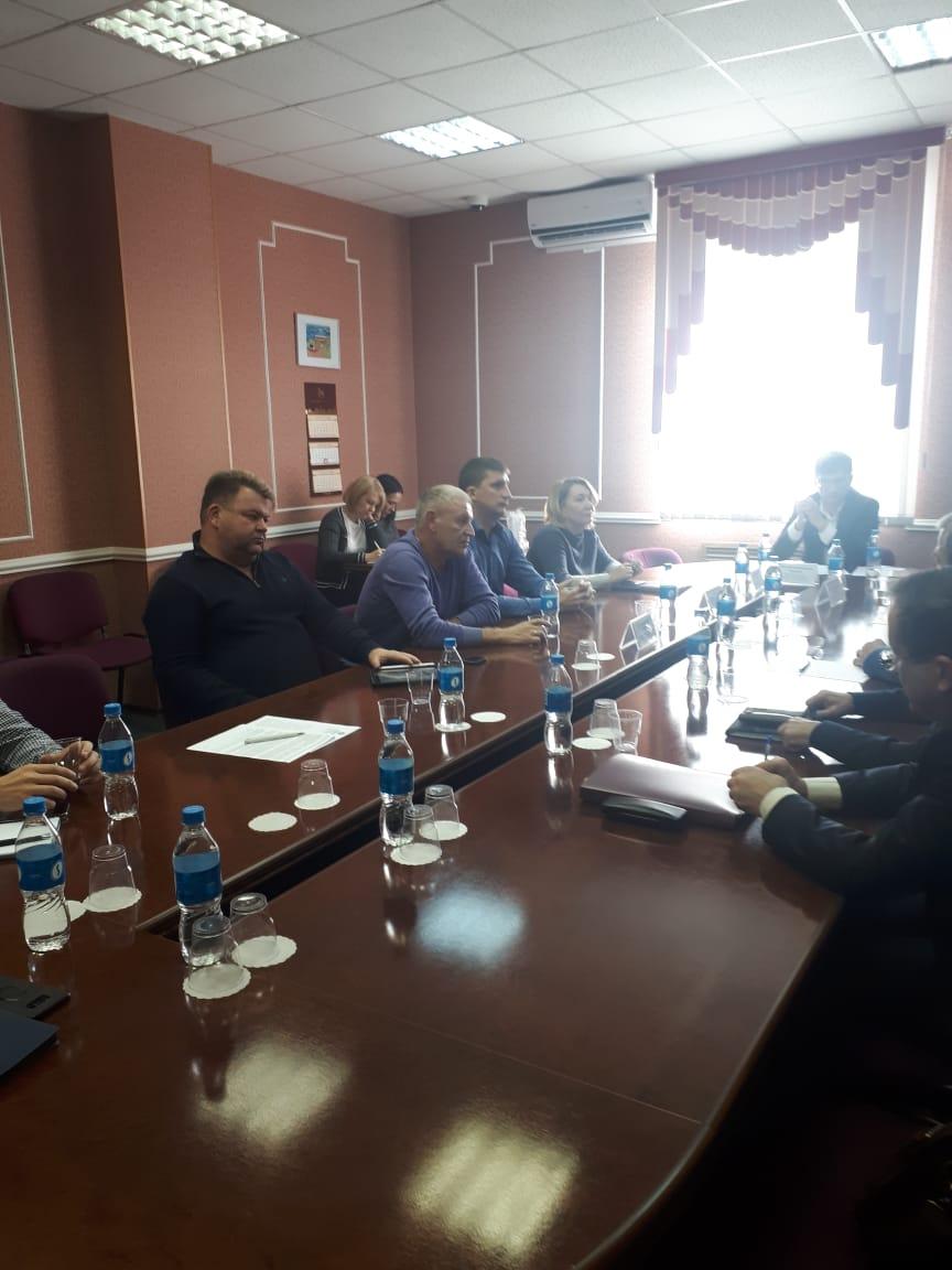 Грузовые перевозчики обсудили в Думе города Владивостока Постановление о запрете дневной работы на территории Владивостока грузовых автомобилей с прицепами