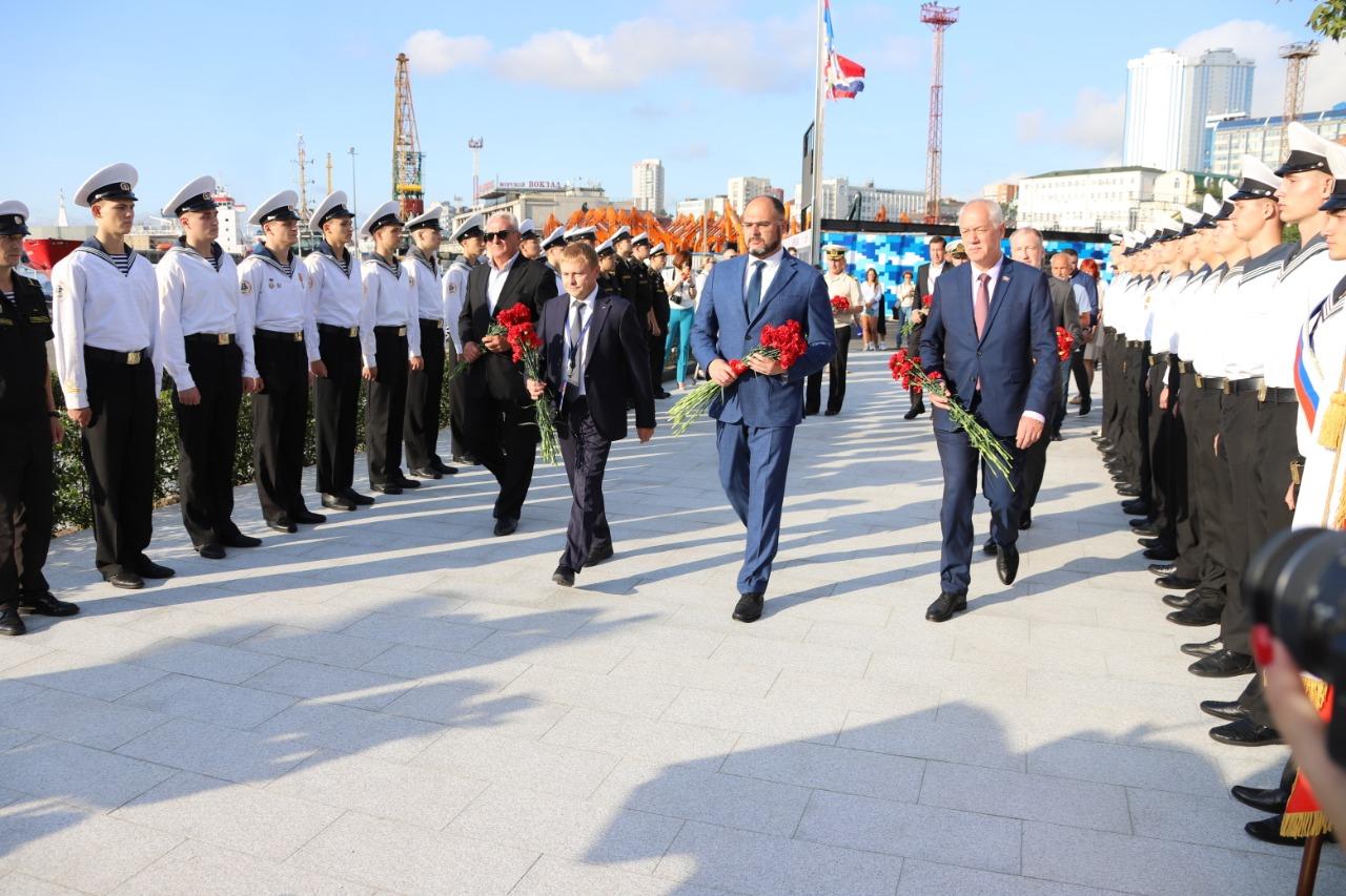 4 сентября во Владивостоке состоялось торжественное открытие памятного знака в честь моряков, погибших 27 мая 1905 года в Цусимском морском сражении. Мероприятие прошло в рамках VI Восточного экономического форума.